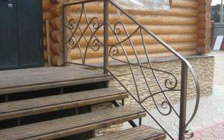 Красивое крыльцо из металла в частном доме — фото