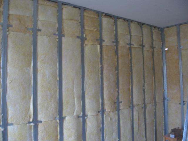 Утепление стен изнутри - экстренная мера по борьбе с холодом, когда внешние стены недоступны.