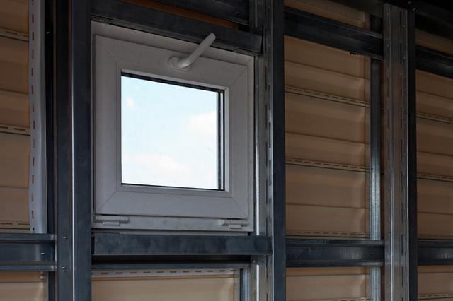 Окна в гараже - не прихоть, а необходимость.
