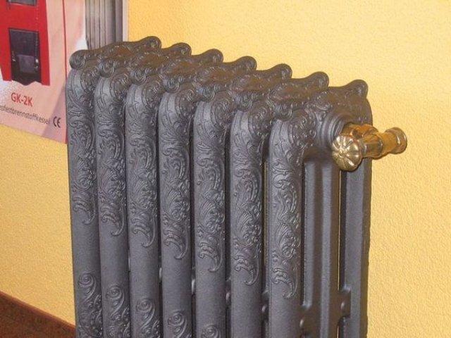 Чугунный радиатор отопления, конечно, красив, но и стоит очень недешево.