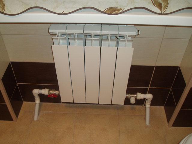"""Лучший радиатор отопления - это, конечно, биметаллический - по соотношению """"цена - качество""""."""