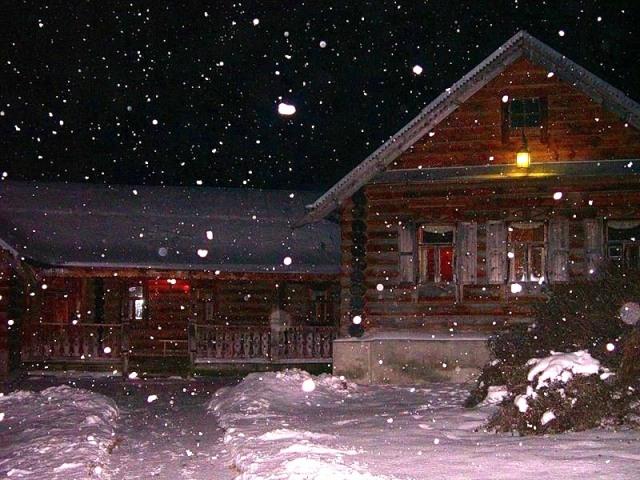 Состав снежного пирога на крыше зависит от того, какая была зима и как шел снег всю зиму.