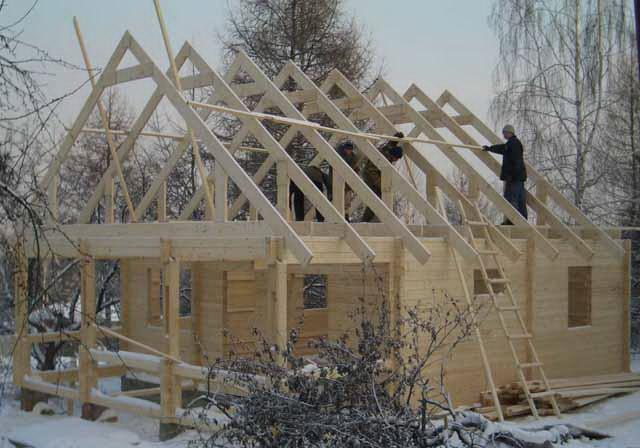 А вот крыша одноэтажного дома получится ровно в два раза дороже, чем у дома в 2 этажа.