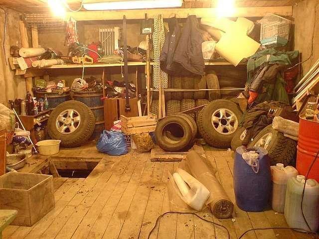 Летняя резина может перезимовать в теплом гараже, не обязательно для этого утеплять и отапливать целый сарай.