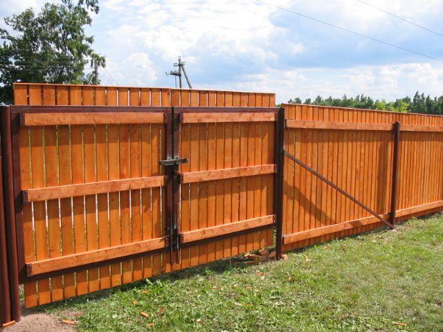 Ворота к деревянному забору для начала можно поставить вот такие.