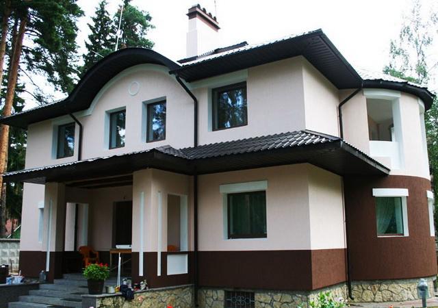Если применять пенопласт как утеплитель правильно и по назначению, то можно получить в итоге красивый и теплый дом с шикарным фасадом.