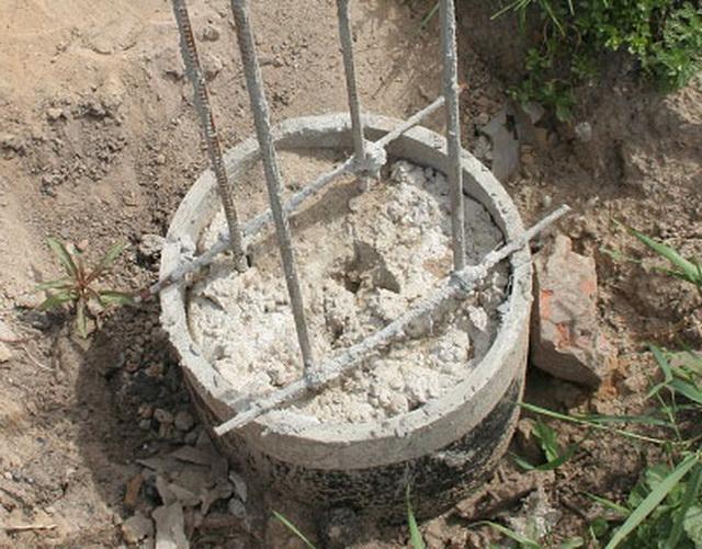 А можно использовать асбоцементные трубы как опалубку для заливки бетоном свай.