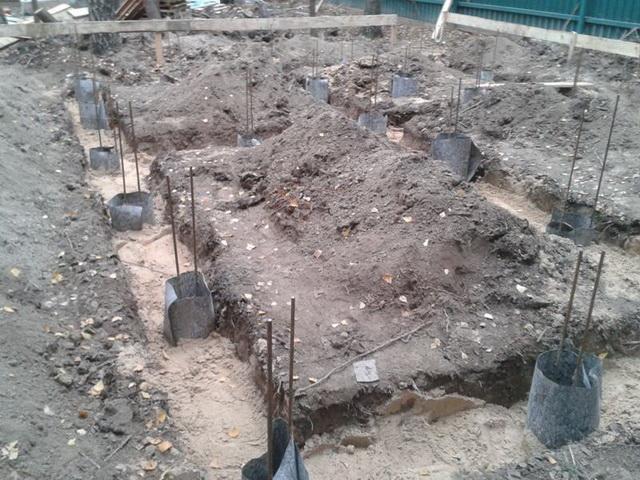Свайно-ленточный фундамент своими руками - как рассчитать и построить ленточный фундамент дома на склоне 1