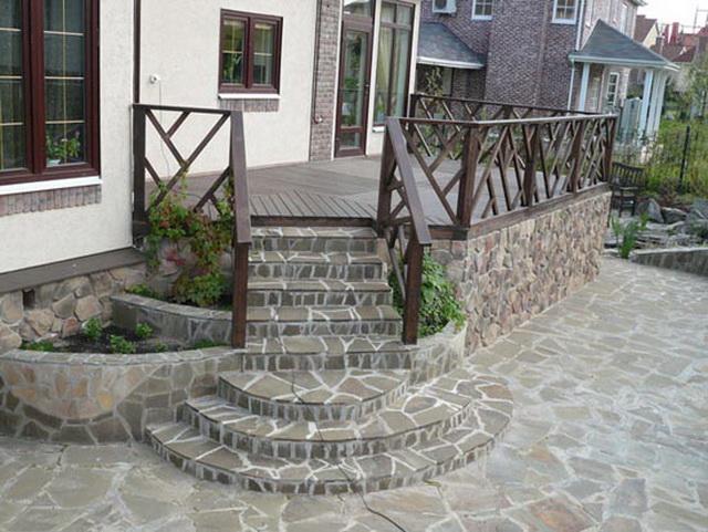 Дизайн крыльца частного дома со ступеньками - фото и варианты 2