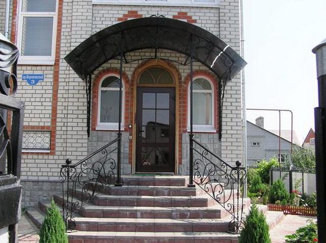 Дизайн крыльца частного дома со ступеньками - фото и варианты 5