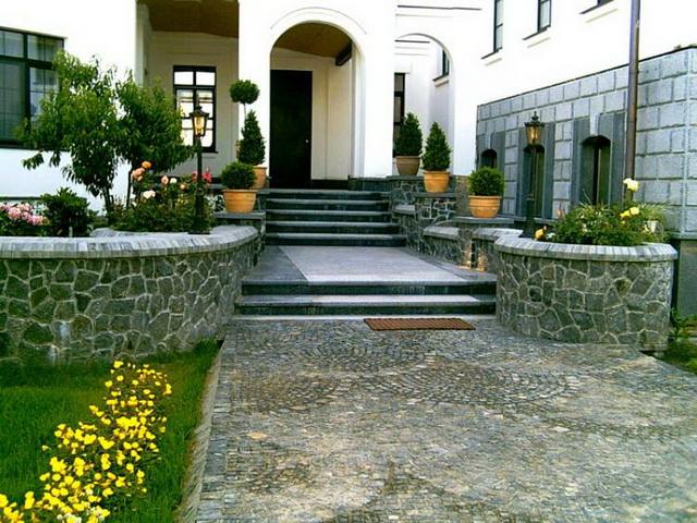 Дизайн крыльца частного дома со ступеньками - фото и варианты 7