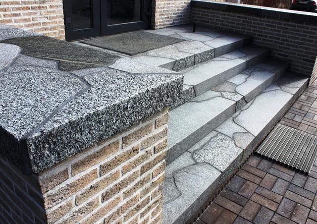 Готовые уличные ступени для крыльца - из металла, пластиковые, каменные 4