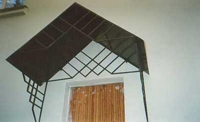 Готовый козырек над крыльцом дома - цена изготовления козырьков и навесов 2