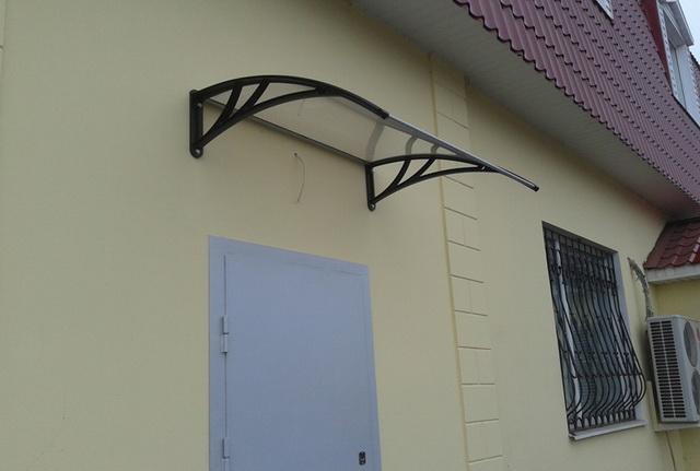Готовый козырек над крыльцом дома - цена изготовления козырьков и навесов 4