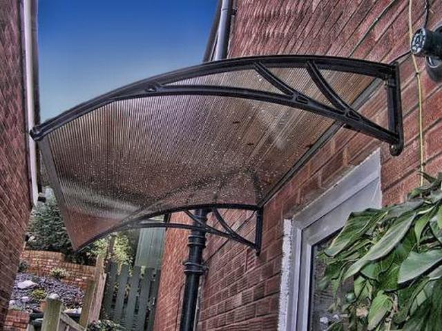 Козырьки над крыльцом из поликарбоната - цена изготовления и фото 3