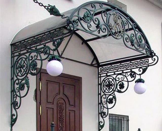 Красивое крыльцо в частном доме - фото с козырьком, виды и эскизы 3