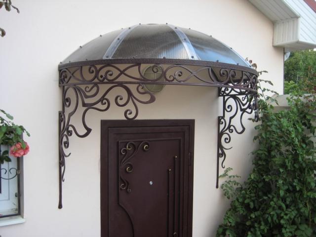Красивый навес над крыльцом частного дома - фото, дизайн, цена установки 1
