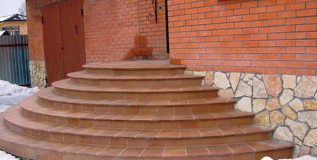 Круглые и полукруглые ступени крыльца дома - фото и дизайн 4