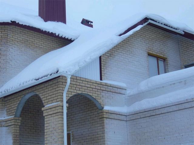 А можно ли крыть крышу металлочерепицей зимой? 1