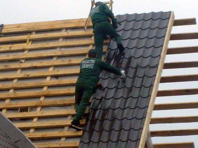 А можно ли крыть крышу металлочерепицей зимой? 3