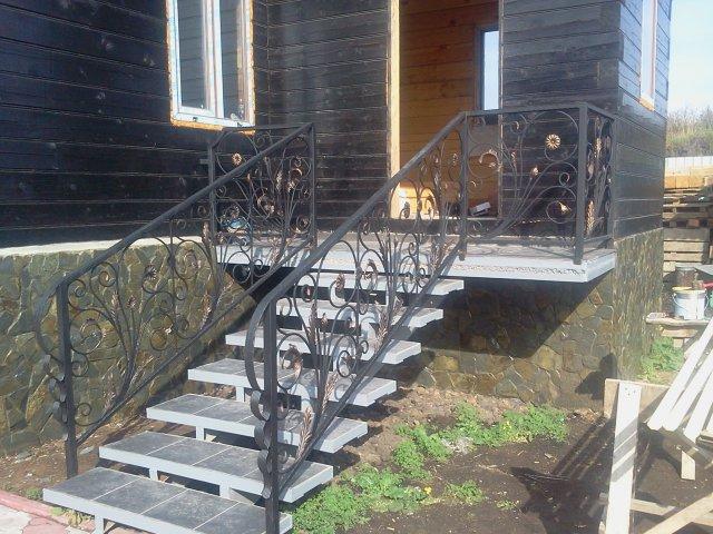 крыльцо из металла в частном доме фото 13