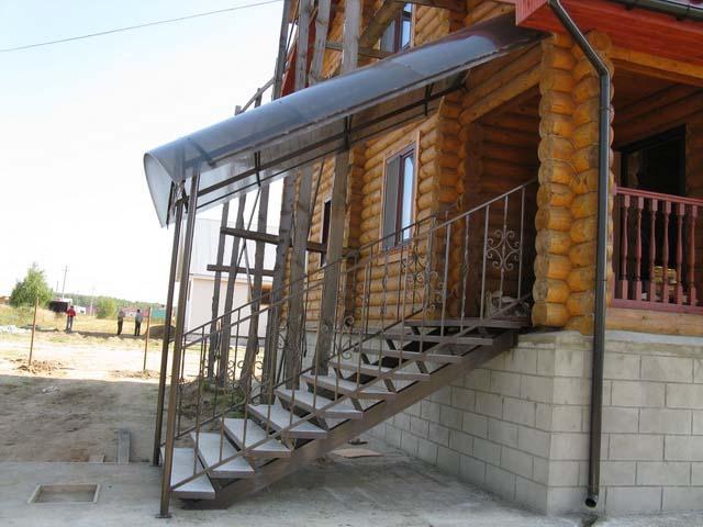 крыльцо из металла в частном доме фото 4