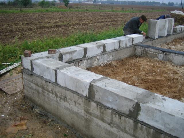 Какой фундамент лучше для дома из пеноблоков в 2 этажа на разных почвах 3
