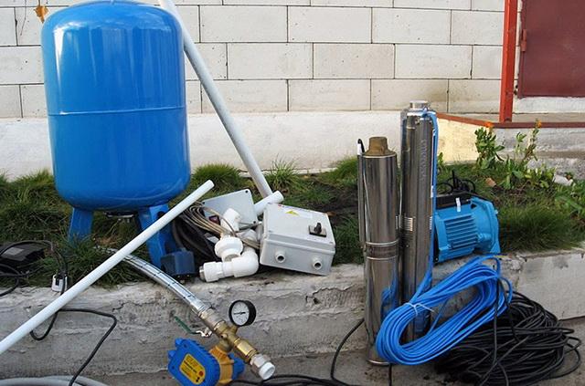 Водоснабжение частного дома из скважины – схема и фото 3