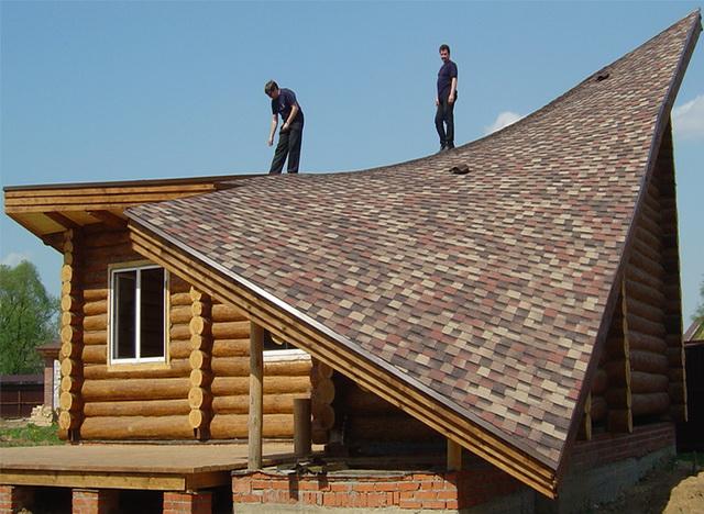 Односкатная крыша имеет свои плюсы и минусы.