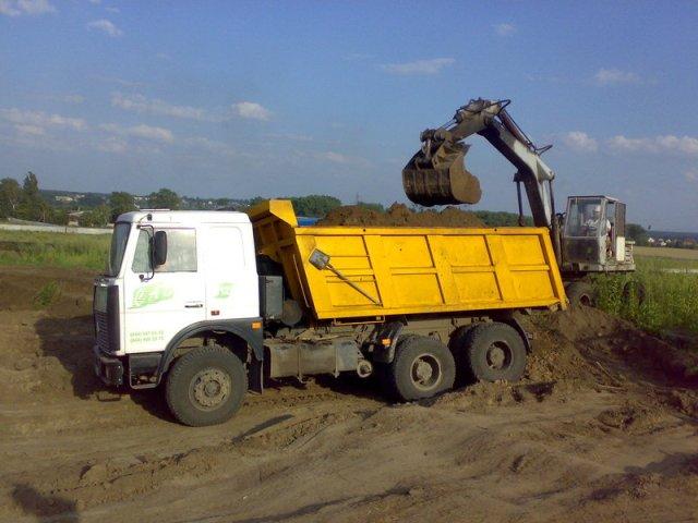 Привозной грунт и подсыпка участка решают вопрос с высоким УГВ.