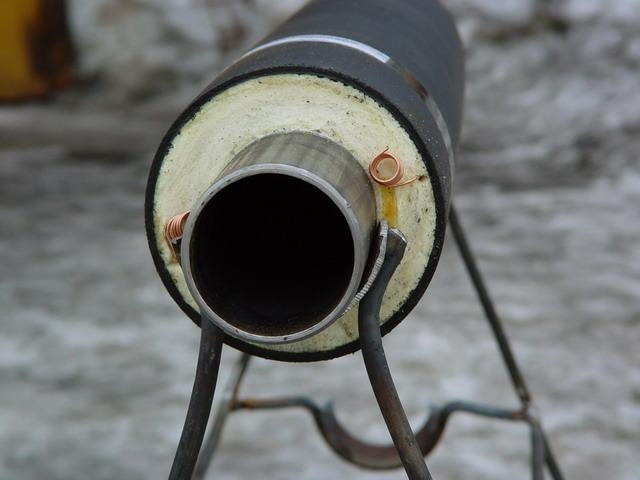 Вот такую трубу в ППУ оболочке с греющим кабелем можно использовать для подвода воды.