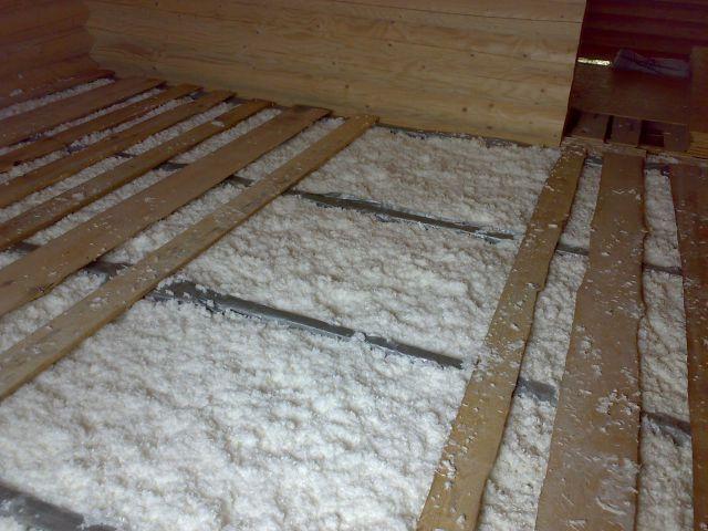 Утеплитель можно использовать задувной и насыпной - они отлично работают на горизонтальных поверхностях, а стоят дешевле.