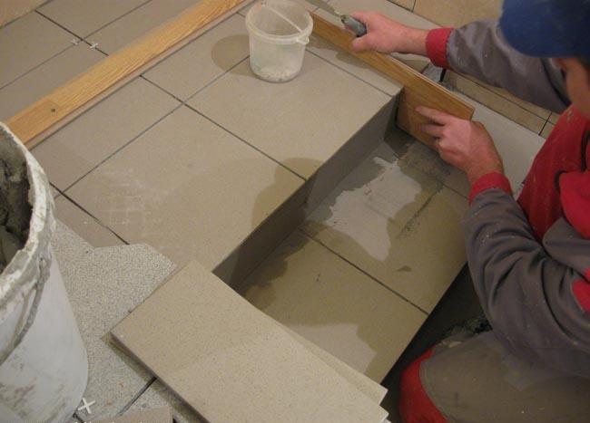 Керамогранит - лучший вариант для облицовки крыльца, если оно из камня или бетона