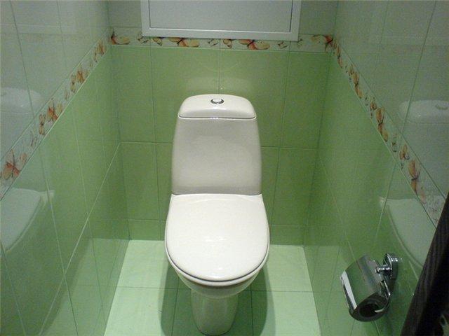 Туалет в современной отапливаемой бане можно сделать такой же, как в доме.