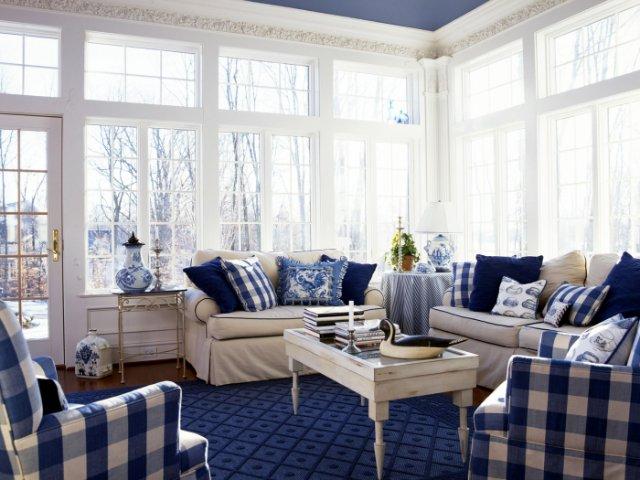 А утепленная веранда, пристроенная к дому, даст вам возможность отдыхать на ней даже зимой