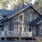 Деревянная терраса с крыльцом для северного дома.