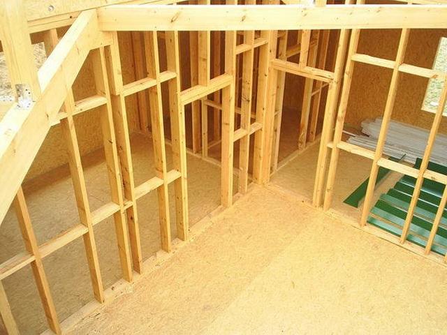 Устройство перегородки в деревянном доме своими руками 89
