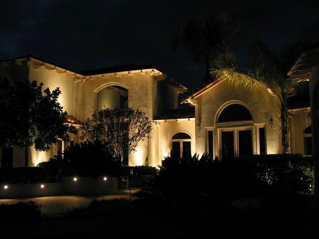 Ночное освещение дома должно быть комфортным для семьи.