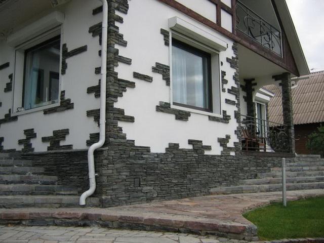 Утепление цоколя пеноплексом и последующее его декорирование позволяет получить цоколь с привлекательным дизайном.