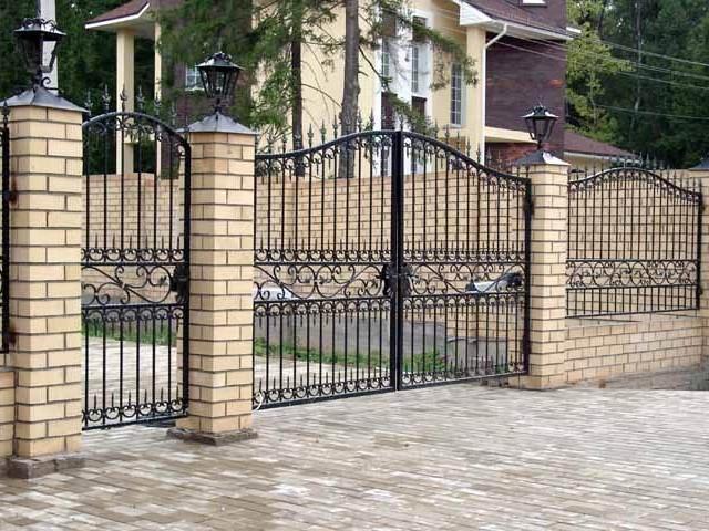 Ворота с элементами ковки А