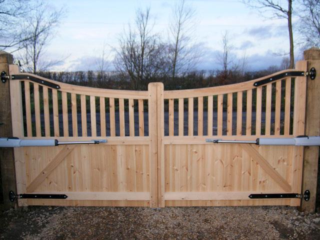 Вот такие ворота для деревянного забора 2