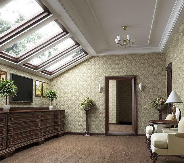 В теплой мансарде можно сделать помещения с любым уровнем отделки.