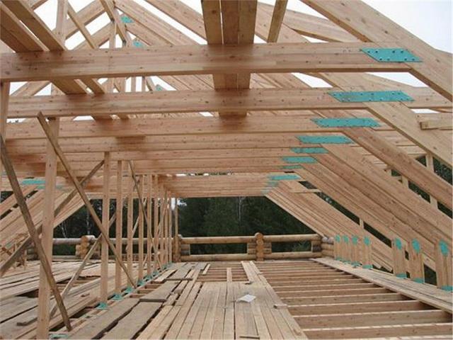 Высота в коньке и стропильная система должны позволять сделать в мансарде помещения.