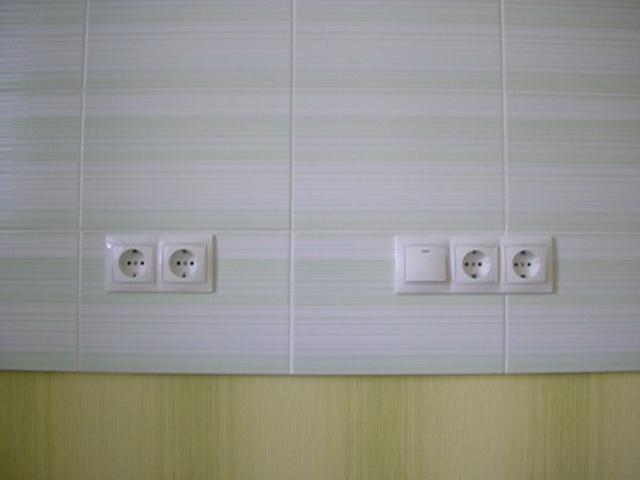 У каждой розетки в доме должен быть заземляющий контакт.