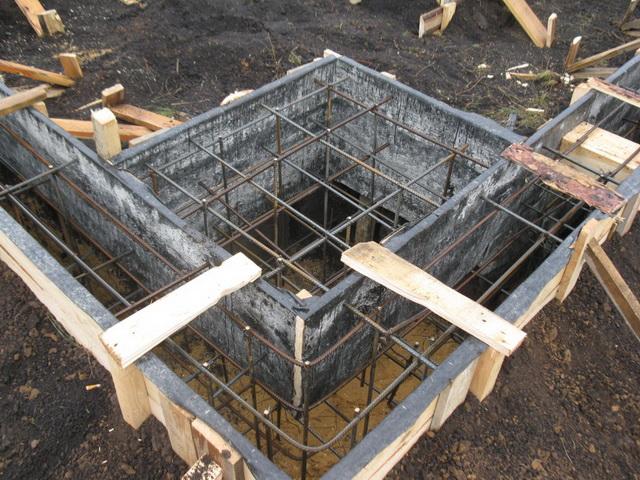 Свайно ленточный фундамент для дома своими руками
