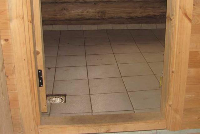 Делаем пол в бане со сливом из моечного отделения и парилки 3