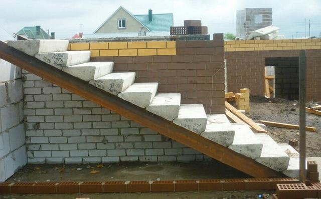 Готовые ступеньки для крыльца - фото ступеней из дерева, бетона, металла 4