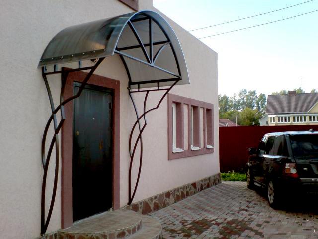 Козырьки над крыльцом из поликарбоната - цена изготовления и фото 1