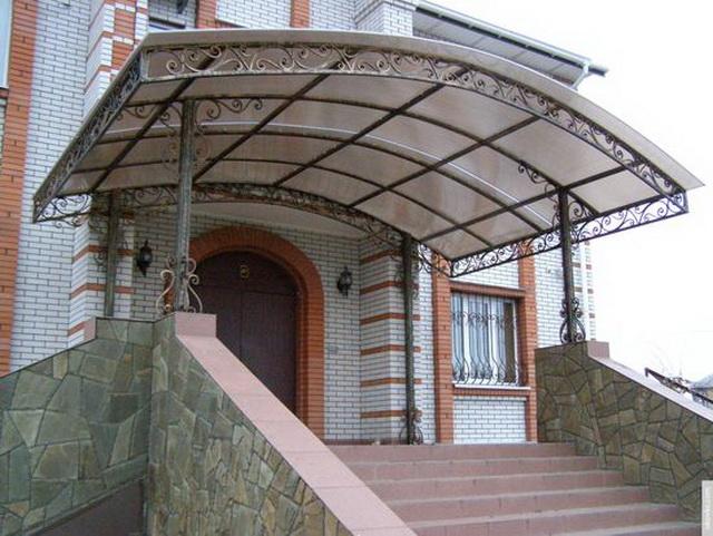 Простое крыльцо из поликарбоната в частном доме – фото и цена 4