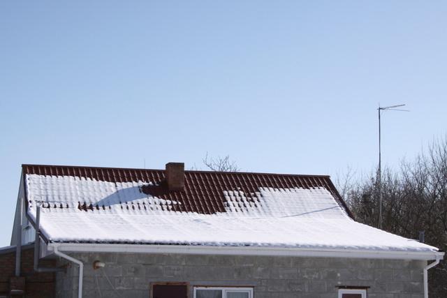 А можно ли крыть крышу металлочерепицей зимой? 2